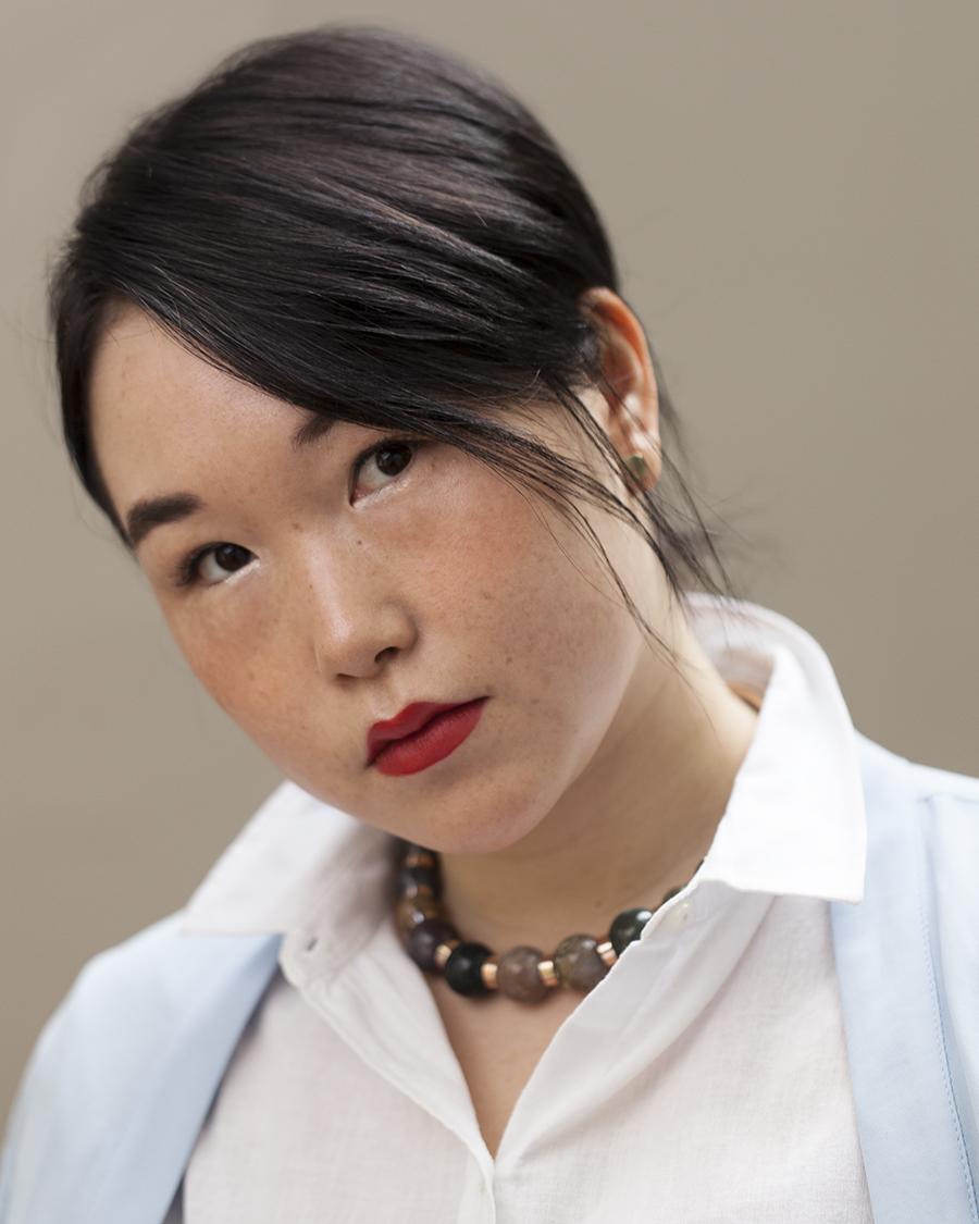 """31b798842b3a2 13 jan """"Adoro a estética oriental, essa coisa da pele bonita, da boca  vermelha e do cabelo preto. E o modo como me maquio reforça essa minha  preferência"""", ..."""